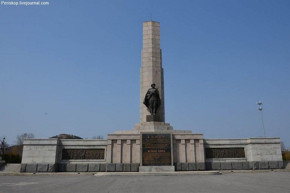 Памятник советским воинам, перенесённый в 1999 году из Даляня в Порт-Артур.