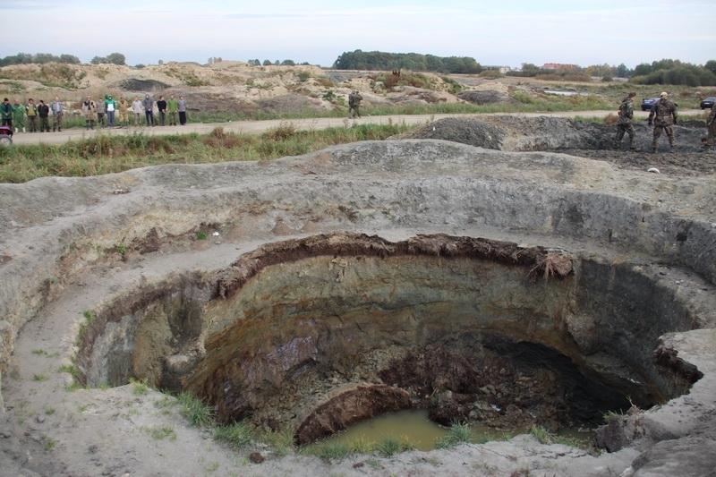 Вот такие ямы остаются после работы «черных копателей».