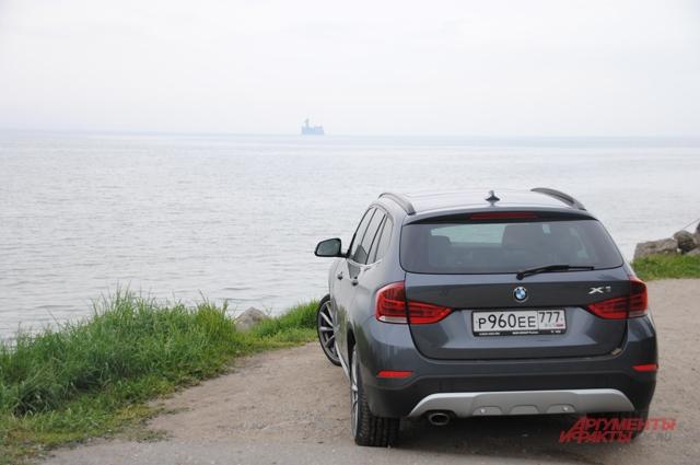Каспийское море, конец путешествия. Вдали бывшая база для испытания торпед