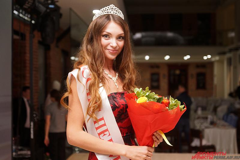 Наталья Ежова была признана самой красивой замужней женщиной города в 2015 году.