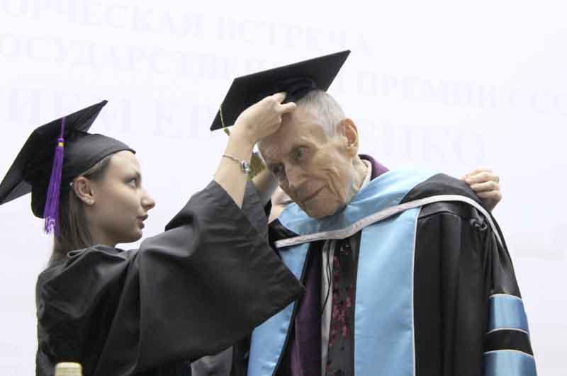 В кругу студентов и преподавателей: стал Почётным ректором УлГУ.