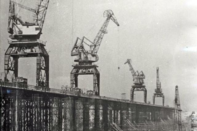 Строительство бетонной плотины Цимлянской ГЭС.