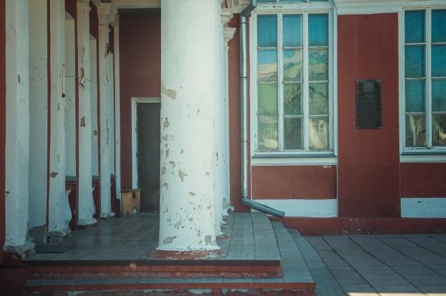 В Яровом можно встретить и образцы советской архитектуры.