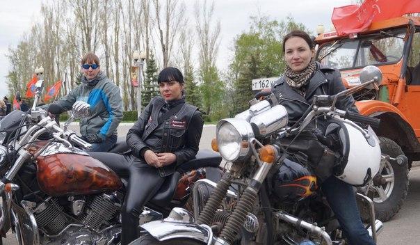 Девушки уже не первый год водят мотоциклы и не мыслят жизни без них.