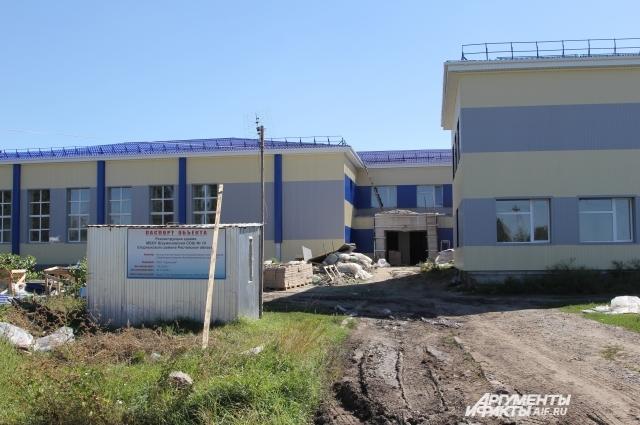 Отреставрированную школу третий по счету подрядчик планирует сдать к 1 декабря 2016 года.