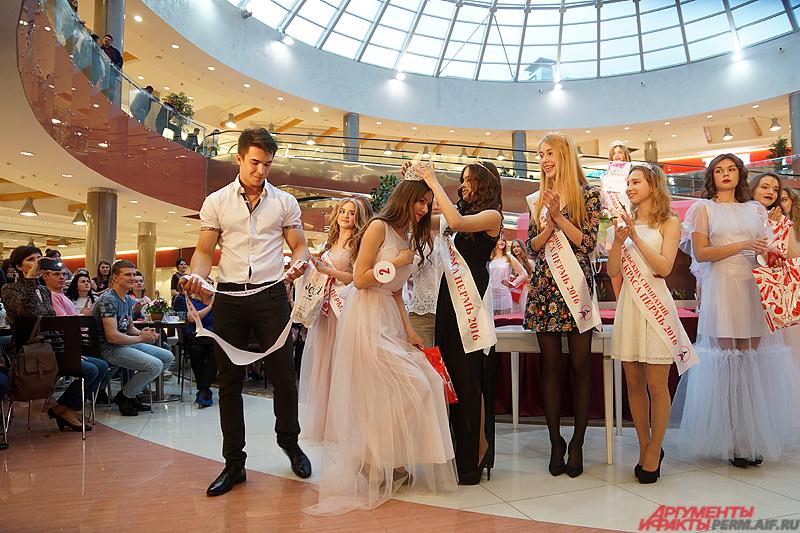 Главную корону и титул «Мисс Юная краса Перми» завоевала 12-летняя Мария Фирсова.