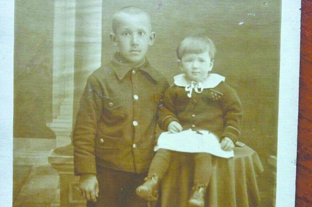 Миша Медников с сестренкой Ниной накануне войны