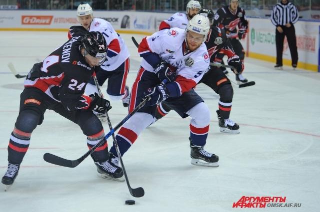 Дмитрий Жукенов, наряду с Манукяном и Семёновым, получил шанс проявить себя в новом сезоне.