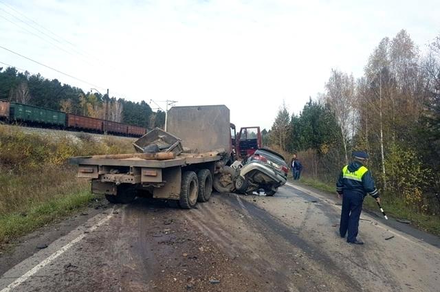 Пострадавшего пассажира грузовика доставили в больницу.