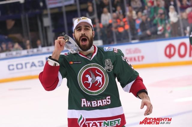 Джастин Азеведо - лучший бомбардир КХЛ.