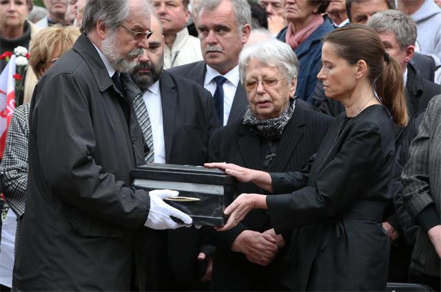 Похороны Войцеха Ярузельского, 2014 год. На переднем плане - Моника Ярузельская.