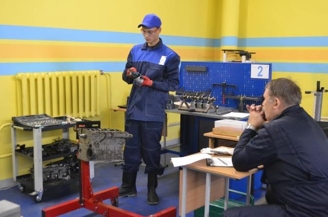 Профессиональные соревнования проходят на базе Пермского колледжа транспорта и сервиса.