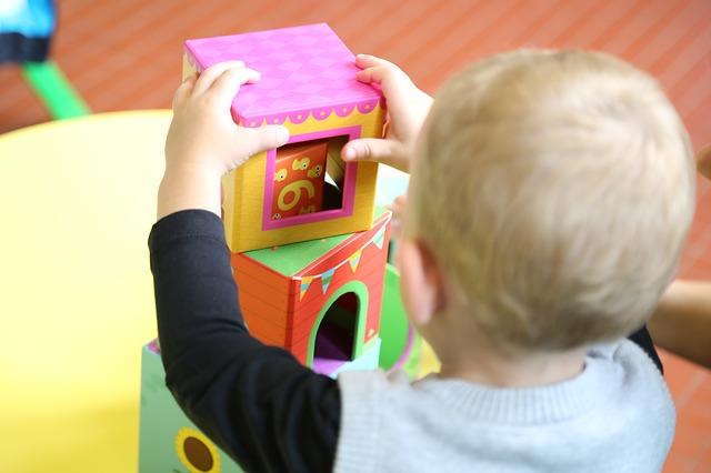 В семье ребёнок проходит социализацию намного быстрее, чем в детском доме.