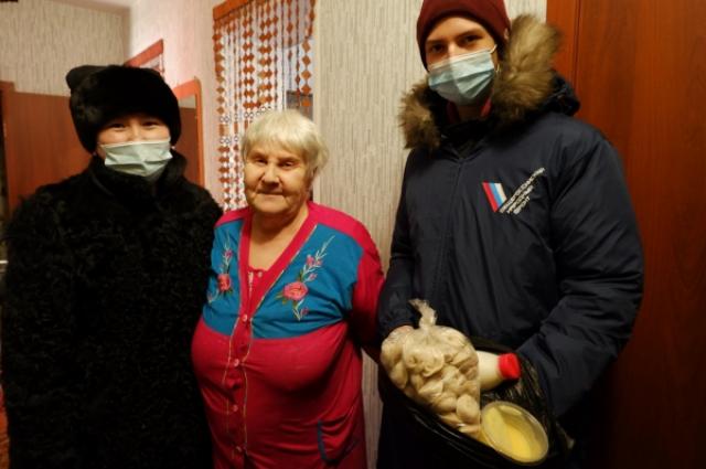 Новогодние наборы доставили ветеранам и пенсионерам.