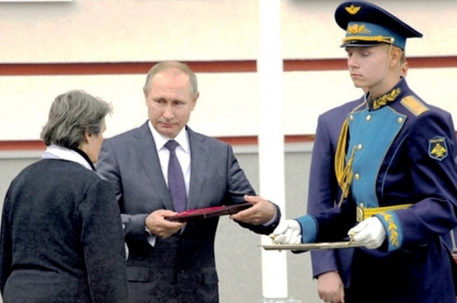 В сентябре 2016 года Анатолию Горшкову присвоили звание «Героя России» с вручением «Золотой Звезды» посмертно.