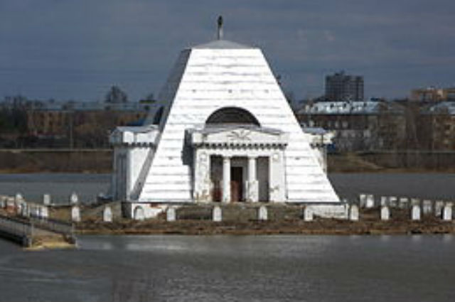 храм-памятник воинам, погибшим при взятиии в Казани, памятник на воде