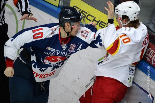 Владимир Галузин готов был постоять и за себя и за команду.