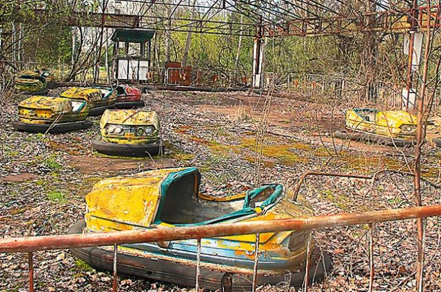 Так выглядит заброшенный парк аттракционов в зоне отчуждения.