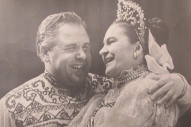 Со старой фотографии Марии улыбается любимый муж.