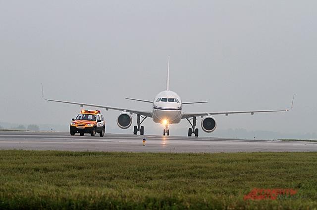 На аэродроме можно будет посмотреть на самолёты.