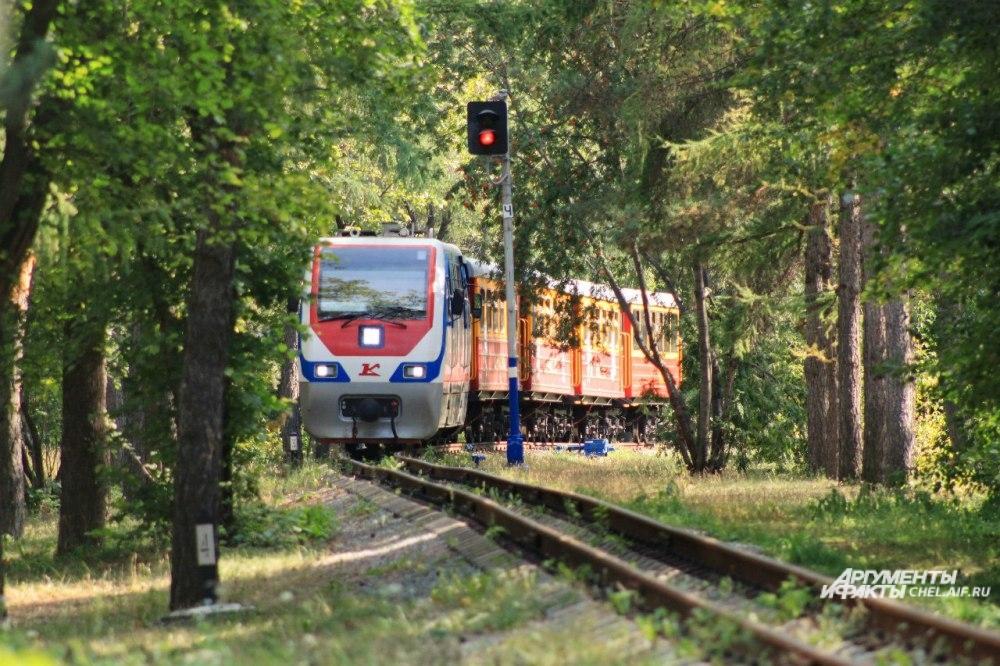 Детская железная дорога - одна из достопримечательностей ЦПКиО.