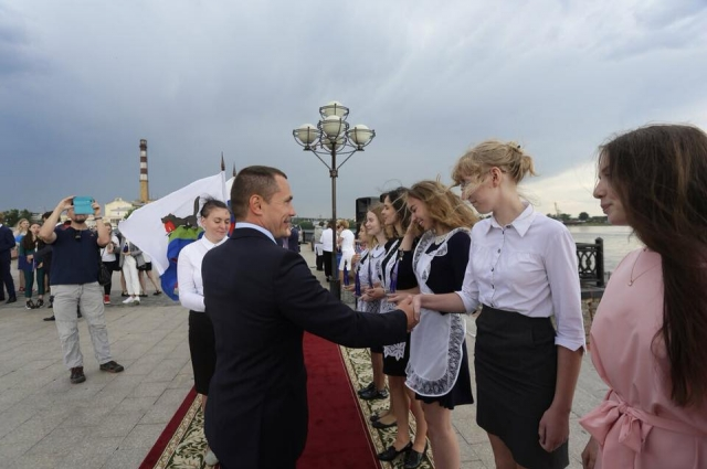 Мэр Иркутска торжественно поздравил иркутских медалистов.