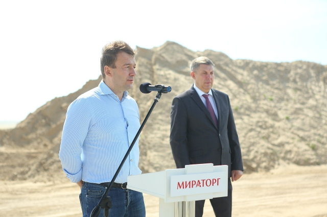 Президент агрохолдинга «Мираторг» Виктор Линник (слева) и губернатор Брянской области Александр Богомаз (справа).