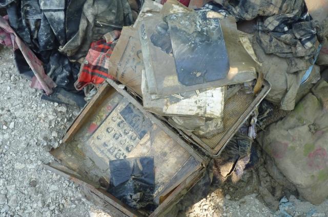 Когда-то ценные вещи - фотографии, принадлежали старенькому дедушке, который похоронил свою жену и прошлое. 17.07.2012 г.