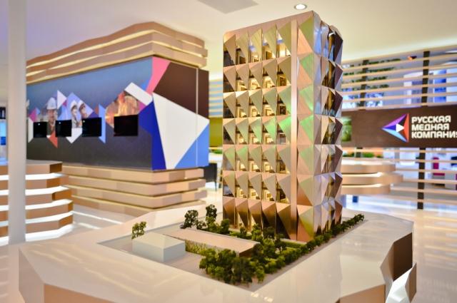 Макет здания на презентации проекта, когда башню ещё не начали строить.
