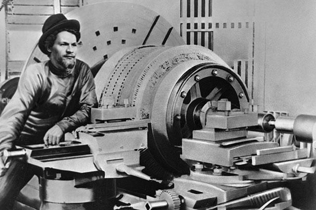 Михаил Калинин во время ссылки в марте 1901 года в городе Ревель на заводе «Вольта».