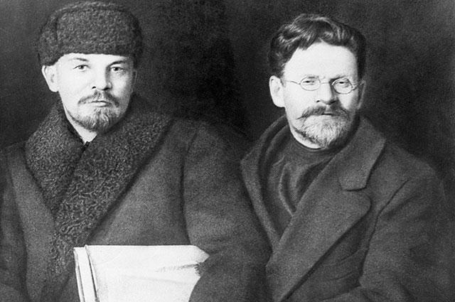 VIII съезд Российской коммунистической партии (большевиков) . 18—23 марта 1919 года. Владимир Ильич Ленин и Михаил Иванович Калинин в дни работы съезда.