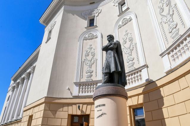 Памятник Александру Пушкину около Татарского театра оперы и балета им. Мусы Джалиля установили в 1956 г.