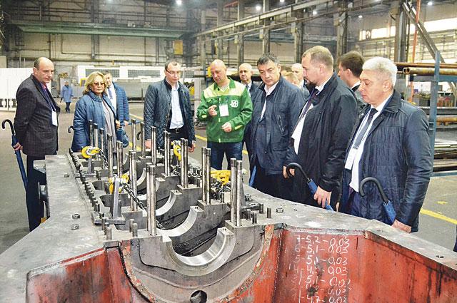 С большим интересом гости праздника посетили цеха и производственные участки предприятия.