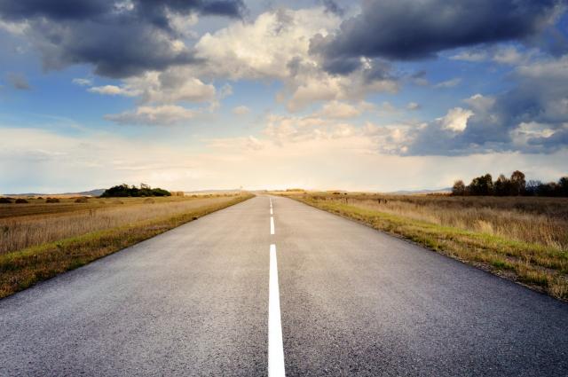 Многие предпочитают путешествовать на своём автомобиле.