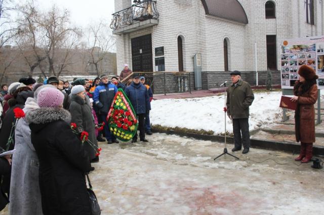 2 февраля у мемориалов завода отдают дань памяти павшим.
