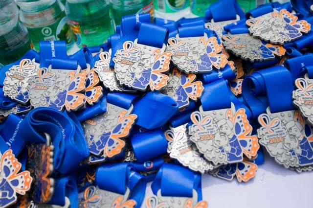 Все марафонцы получили памятные медали.