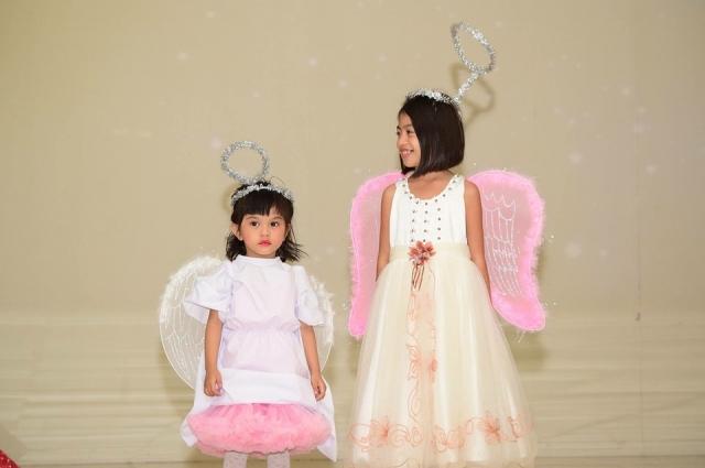 Можно подобрать костюмы для детей в одной стилистике.