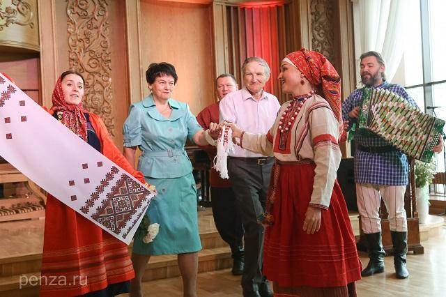 Русский свадебный обряд для «золотых молодоженов».