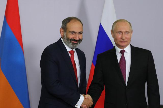 Президент РФ Владимир Путин и премьер-министр Армении Никол Пашинян во время встречи.