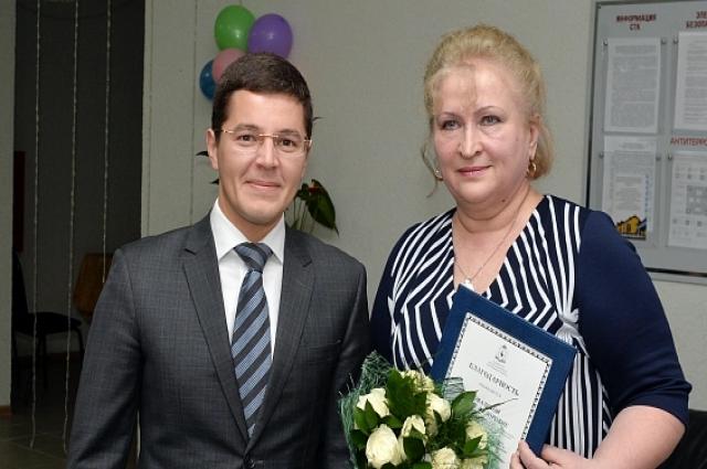 Дмитрий Артюхов вручил награду Галине Ковалевой