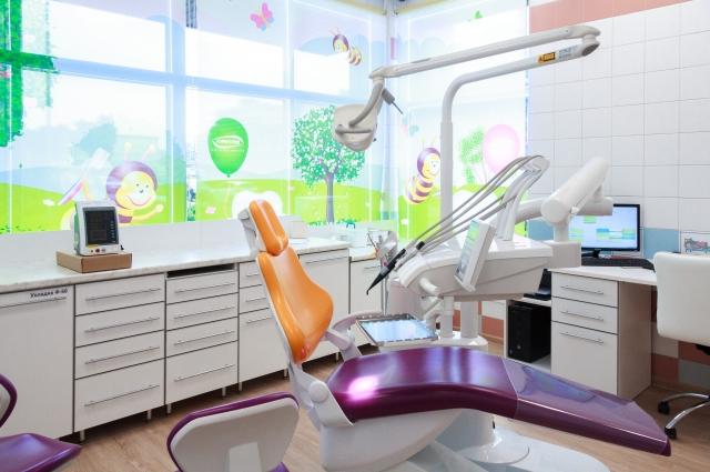 Ребенок сможет посмотреть мультфильмы, сидя в стоматологическом кресле.
