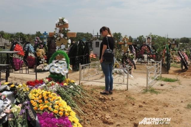 Сегодня Кристина каждый день приезжает на кладбище на окраине Волгограда.