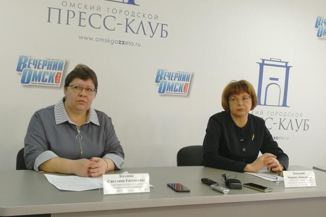 Светлана Козлова на фото слева.