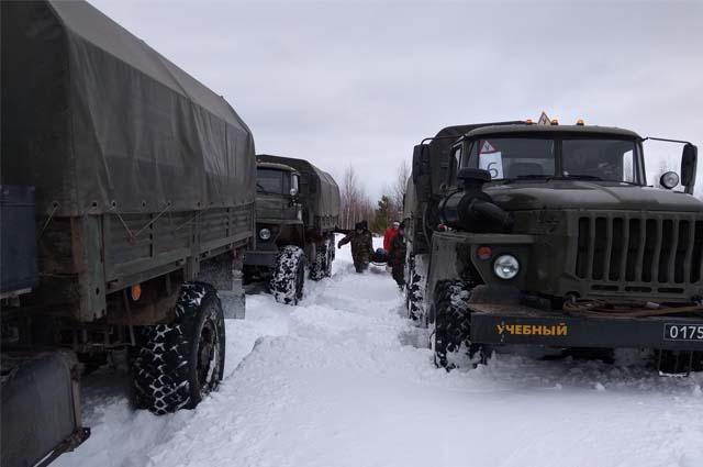В ходе совершения марша водители учатся вождению в составе военной колонны, отражению нападения разведывательно-диверсионных групп противника, преодолению участков зараженной местности.