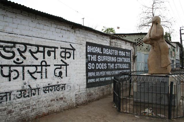 Мемориал жертвам аварии в Бхопале.
