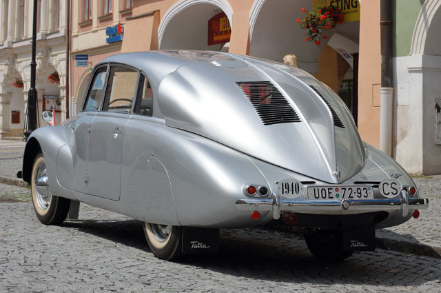 Tatra 87.