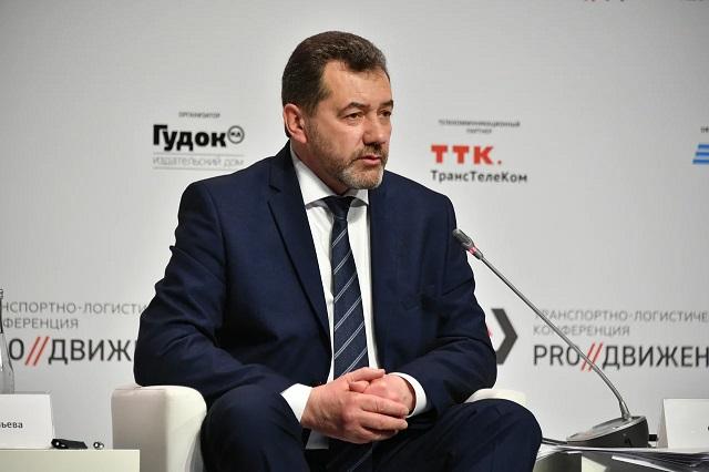 По словам Сергея Задорина, пропускная способность на участке Тихорецкая - Козырьки должна вырасти до 126 пар грузовых поездов в сутки.