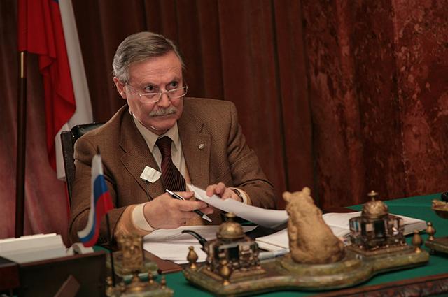 Юрий Соломин на съемках фильма Непобедимый