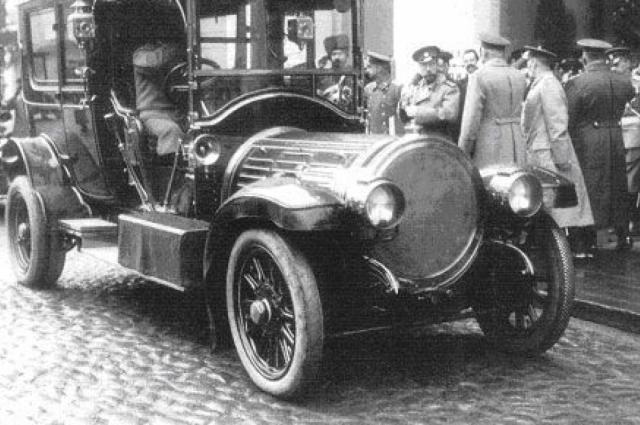 Автопарк Николая II насчитывал более 20 личных машин.