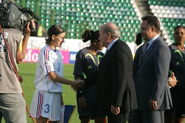 Йозеф Блаттер во время женского чемпионата мира-2006 в Москве.